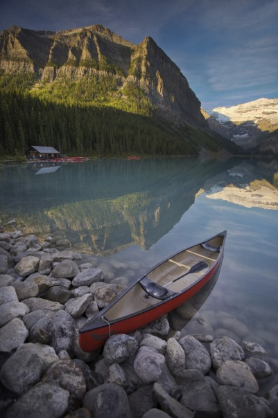 Destination_Signature_Lake_Louise_Canoe_Summer_Paul_Zizka_2_Vertical-960x1448